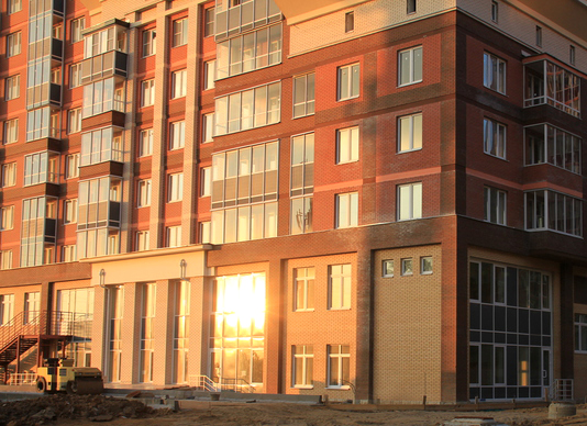 Жилой комплекс Единый Стандарт, Одинцово, Северная улица, входная группа, закатное солнце